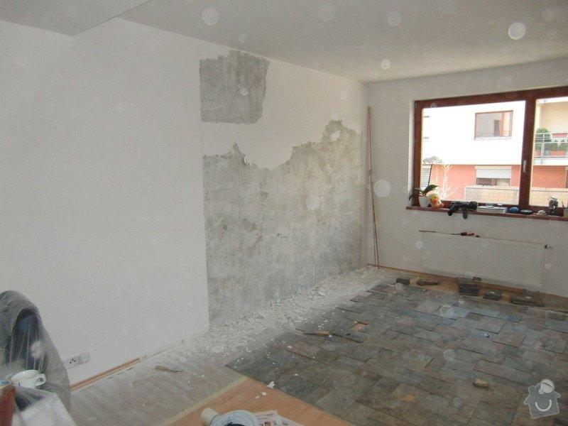 Obklad stěny za TV: odstraneni_malby_a_stuku