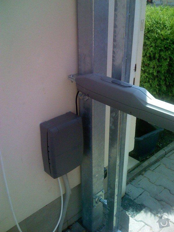 Elektricky otvíraná vrata a zástěny pozemku: 038