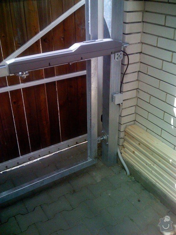 Elektricky otvíraná vrata a zástěny pozemku: 040