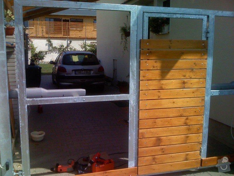 Elektricky otvíraná vrata a zástěny pozemku: 054