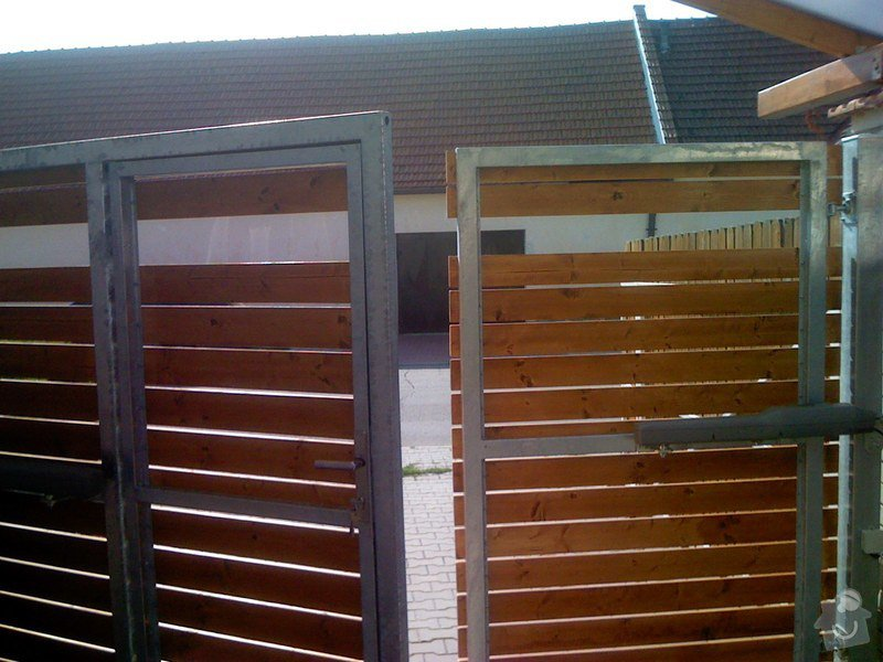 Elektricky otvíraná vrata a zástěny pozemku: 061