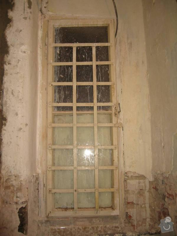 Rekonstrukce WC, opravy, štukování: okno_1-stare_pred-vybourani