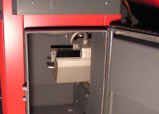 Instalace automatického kotle na tuhá paliva DEFRO AGRO Uni 15 kW v novostavbě RD