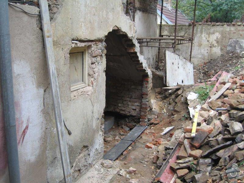Rekonstrukce domu: mistnost_podschodi_1