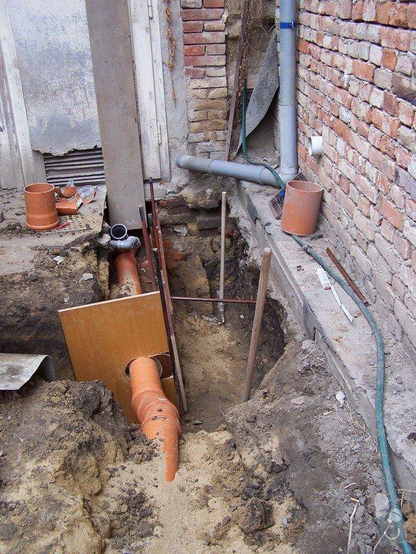 Výkopové práce, uložení odpadního potrubí: 100_3525