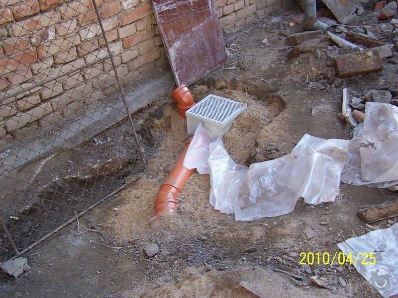 Výkopové práce, uložení odpadního potrubí: 101_3585