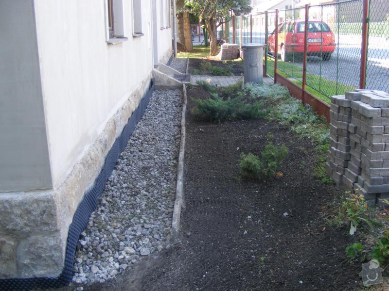 Realizace výkopových a zemních prací spojených s izolací a odvodněním domu.: reference-exterier-poloch-6