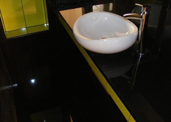 Rekonstrukce koupelny v luxusní koupelnu. Instalatérské práce.