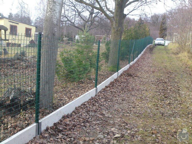 Oplocení zahrady: SVAROVANA_SIT_S_DESKOU