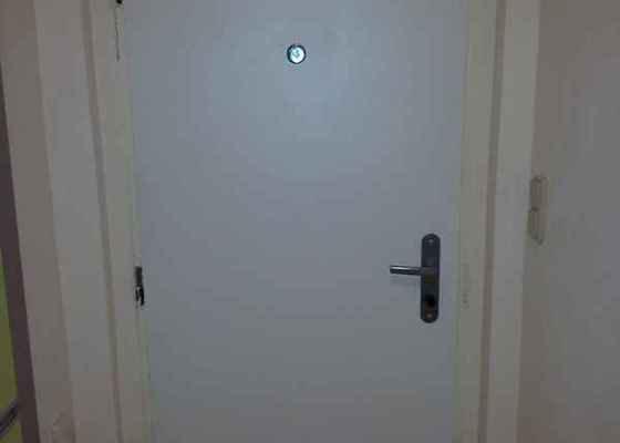 Odhlučnění vchodových dveří 80x200 cm v panelovém domě