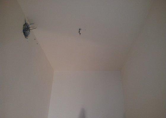 Podhled s bodovým osvětlením a zateplení stropu v soc.zařízení