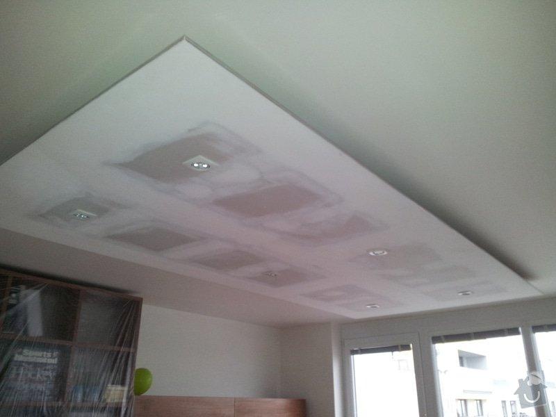 Podhled s bodovým osvětlením a zateplení stropu v soc.zařízení: 20120111_090926