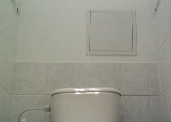 Příprava WC před výměnou stoupaček