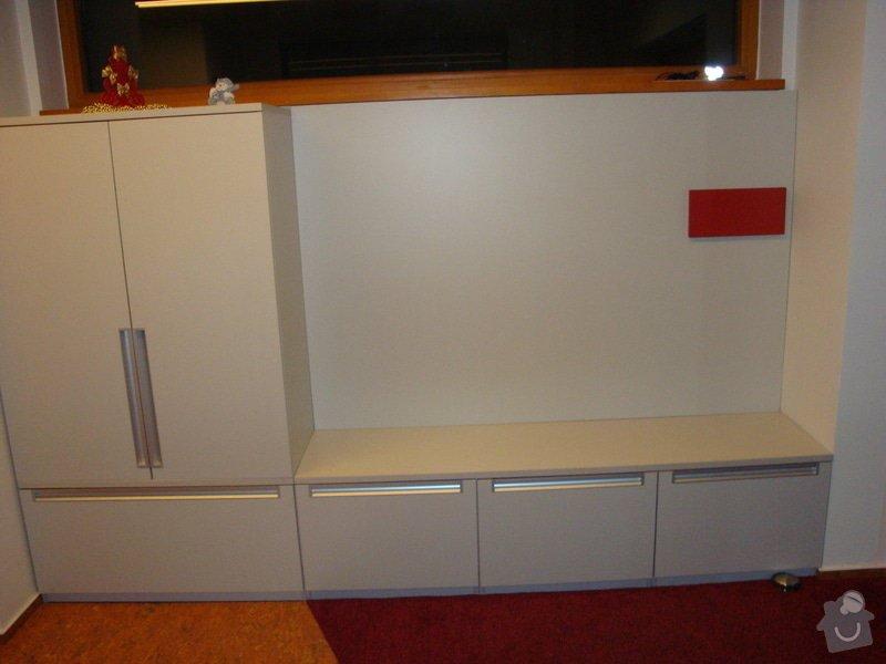 Vestavěný nábytek: DSC04112