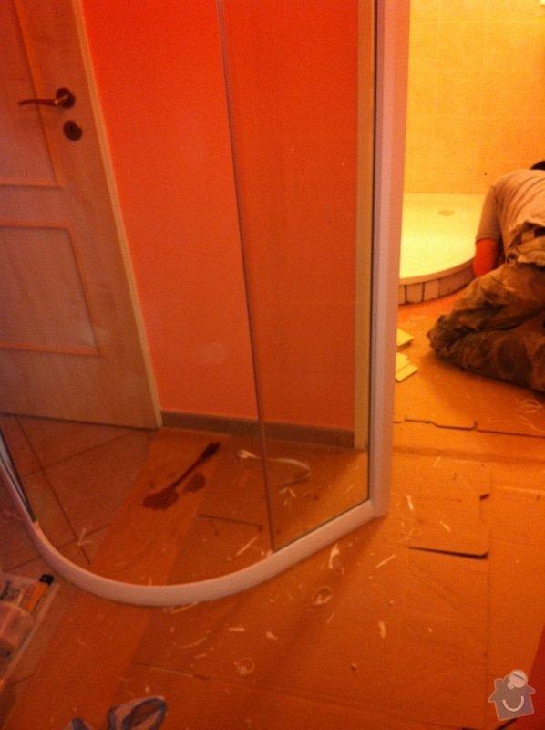 Výměna prasklé vaničky sprchového koutu: zIMG_1403