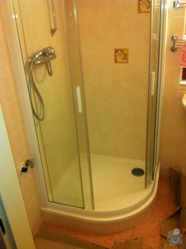 Výměna prasklé vaničky sprchového koutu: zIMG_1410