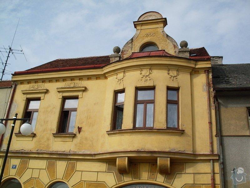 Rekonstrukce historické secesní fasády - Cukrárna v Mirovicích: Pred_rekonstrukci_2_