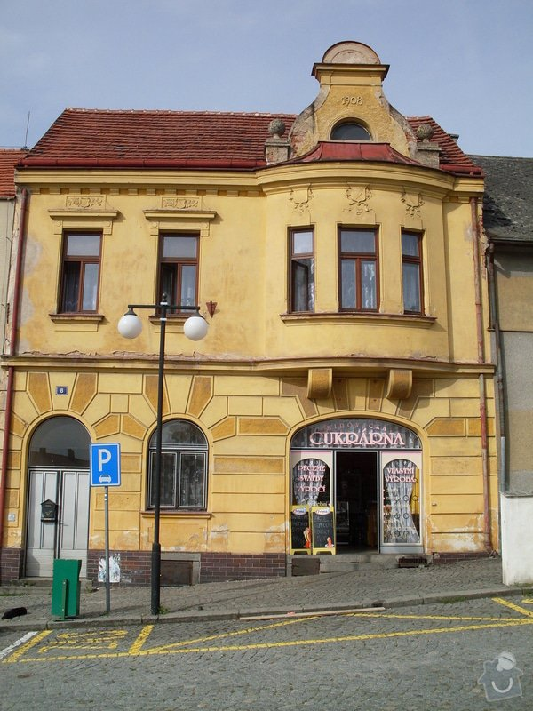 Rekonstrukce historické secesní fasády - Cukrárna v Mirovicích: Pred_rekonstrukci_3_