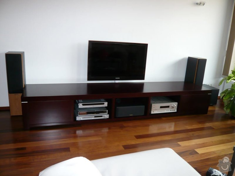 TV stolek, lavička předsíň: 24