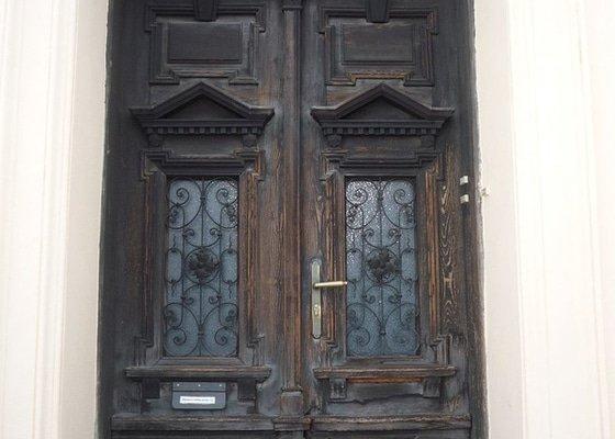 Renovace dřevěných domovních dveří
