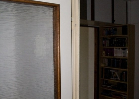 Vybourání kovové zárubně, připravení 2 otvorů pro instalaci dveří