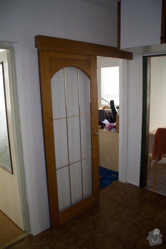 Vybourání kovové zárubně, připravení 2 otvorů pro instalaci dveří: 1