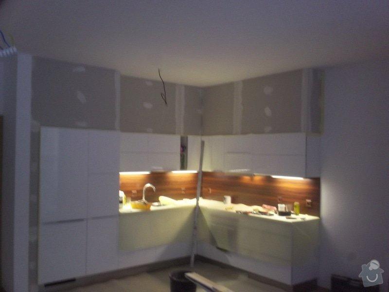 Sádrokartonové zakrytí nad kuchyní: 100_0241