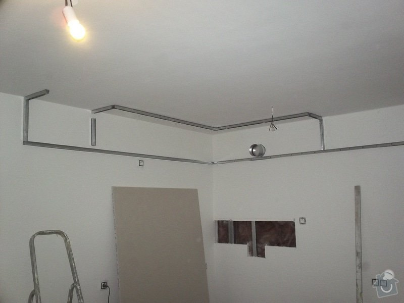 Sadrokartonové zakrytí a příprava na digestoř: 100_0165