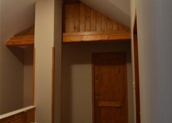 Lakování dřevěného obložení, dveří a malování
