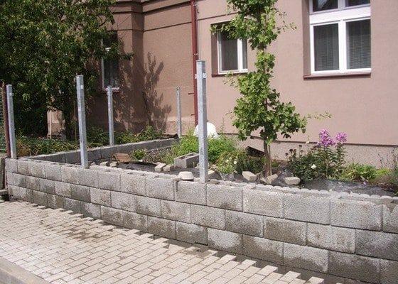 Výstavba plotu, úprava okolí plotu