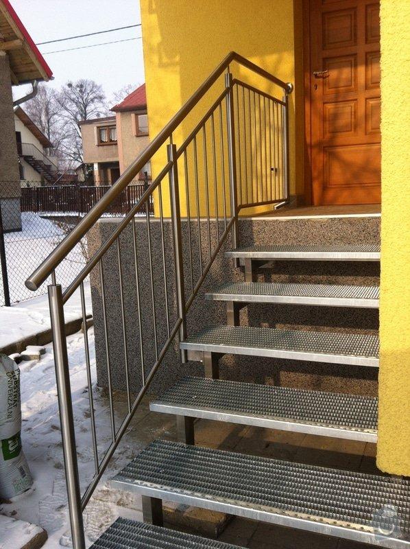 Nerezové zábradlí balkónu a nerezové schody: IMG_2998