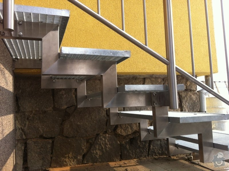 Nerezové zábradlí balkónu a nerezové schody: IMG_2999