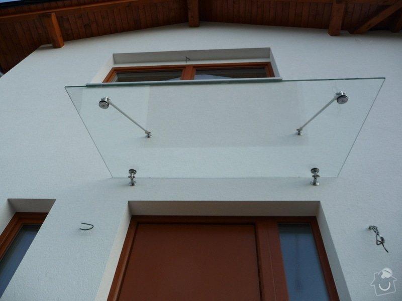 Skleněný přístřešek a zábradlí na francouzském okně: P1050242