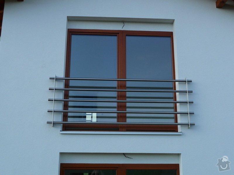 Skleněný přístřešek a zábradlí na francouzském okně: P1050245