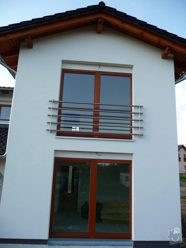 Skleněný přístřešek a zábradlí na francouzském okně: P1050246