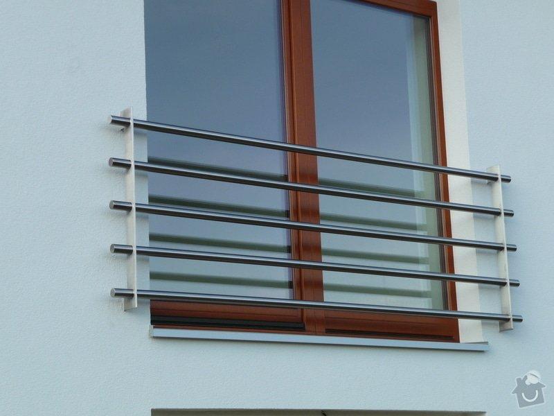 Skleněný přístřešek a zábradlí na francouzském okně: P1050248