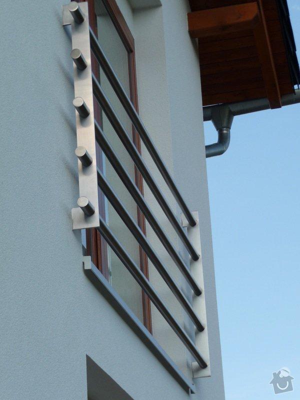 Skleněný přístřešek a zábradlí na francouzském okně: P1050249