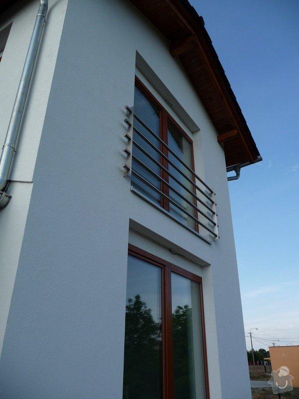 Skleněný přístřešek a zábradlí na francouzském okně: P1050250