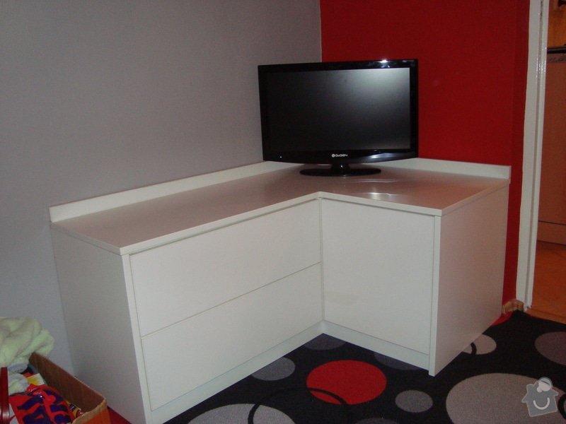 Psací stůl a komoda: DSC01110