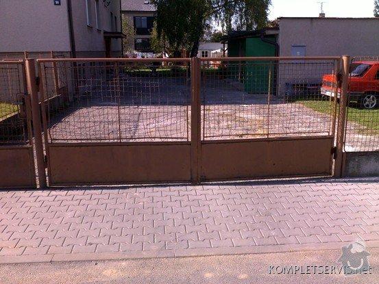 Rekonstrukce oplocení bytového domu: 08102010208