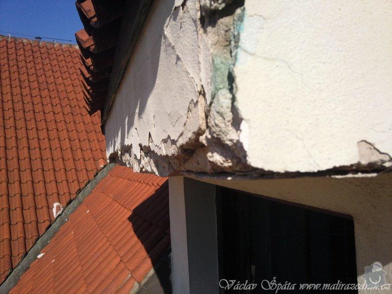 Zednické práce oprava komínu a říms nad okny pomocí horolezecké techniky vč. nátěru fasádní  barvou: Fotografie039
