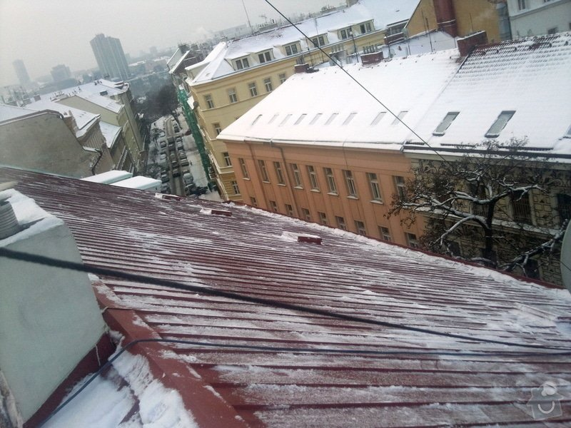 Odstranění sněhu ze střechy pomocí horolezecké techniky: Fotografie011