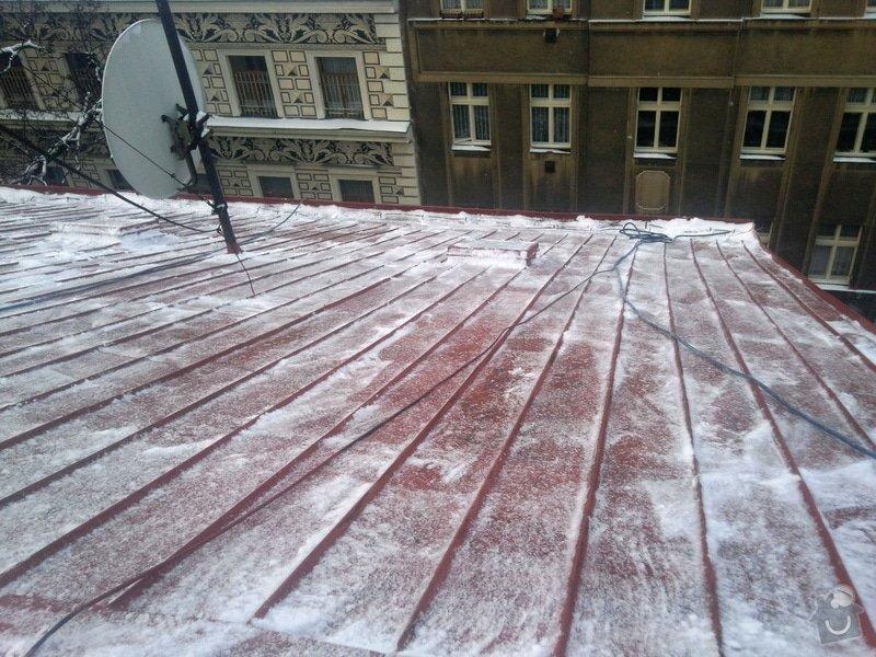 Odstranění sněhu ze střechy pomocí horolezecké techniky: Fotografie012