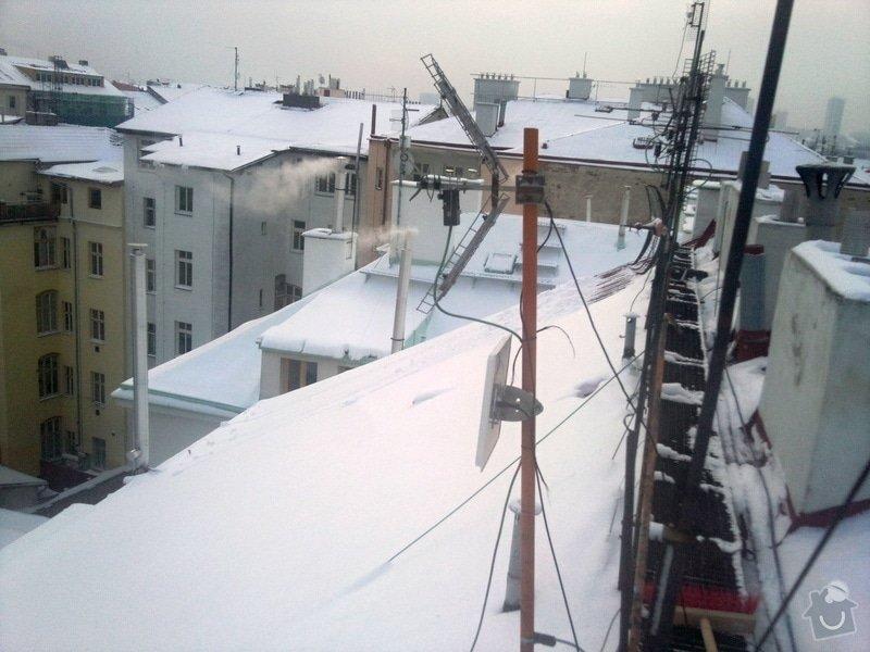 Odstranění sněhu ze střechy pomocí horolezecké techniky: Fotografie015