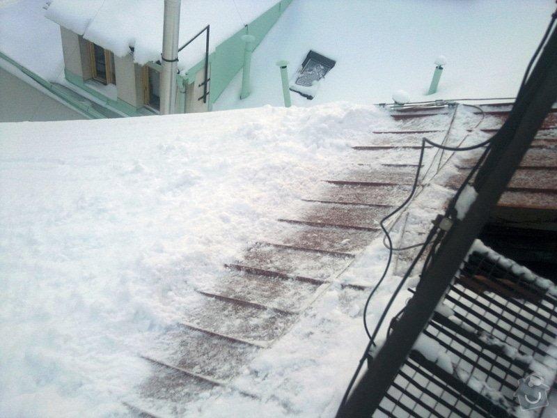 Odstranění sněhu ze střechy pomocí horolezecké techniky: Fotografie016