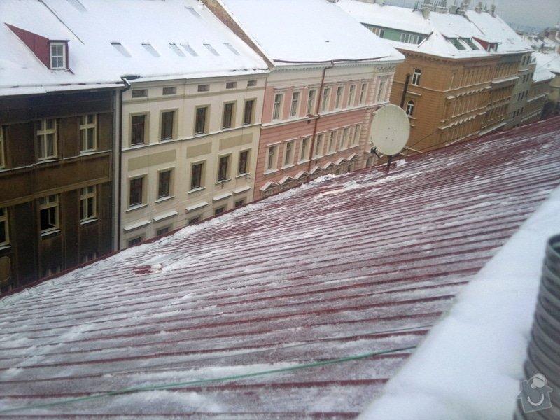 Odstranění sněhu ze střechy pomocí horolezecké techniky: Fotografie017