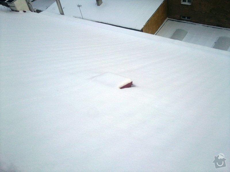 Odstranění sněhu ze střechy pomocí horolezecké techniky: Fotografie018