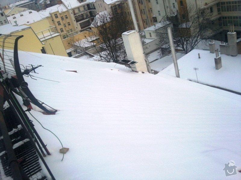 Odstranění sněhu ze střechy pomocí horolezecké techniky: Fotografie019