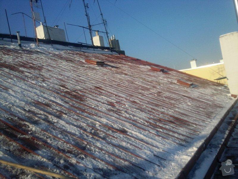 Odstranění sněhu ze střechy pomocí horolezecké techniky: Fotografie020