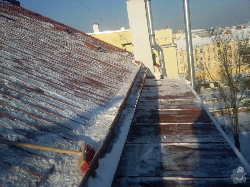 Odstranění sněhu ze střechy pomocí horolezecké techniky: Fotografie021